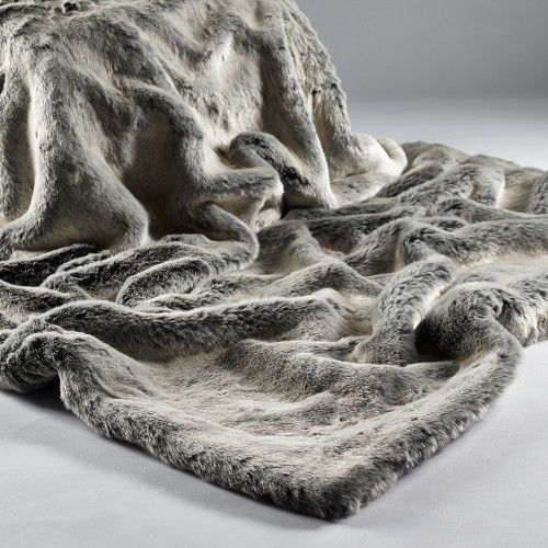 alaska-fox-faux-fur-throw